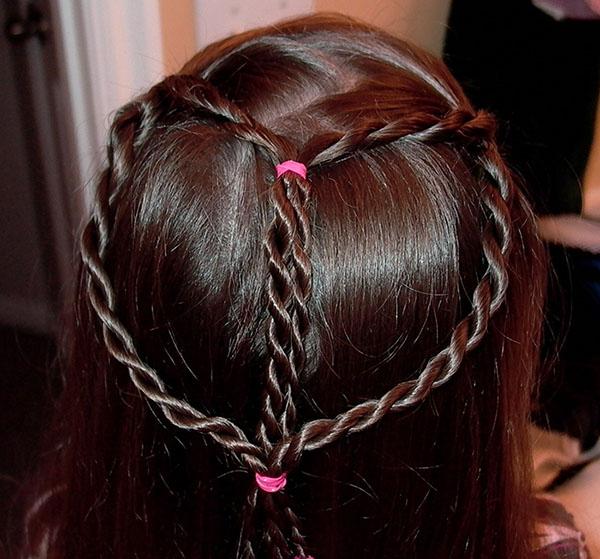 Сердечко плетение на волосах